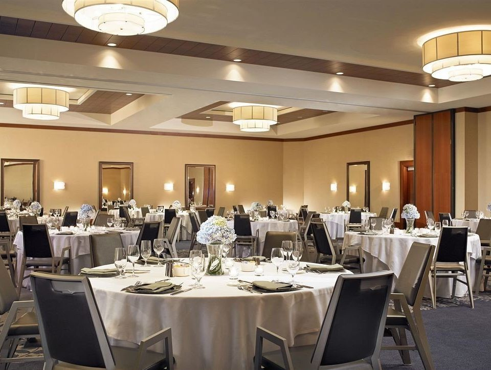 Kitchen function hall restaurant conference hall banquet ballroom convention center counter Island Bar