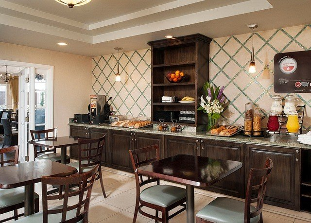 property Kitchen cuisine cabinetry home restaurant food Bar Island