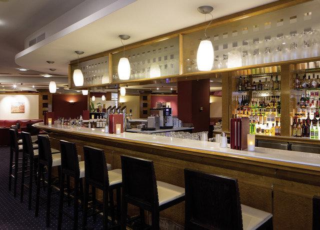 Kitchen Bar restaurant long counter café food court Island