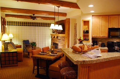 Kitchen property counter cottage Suite home living room condominium Villa Island Bar