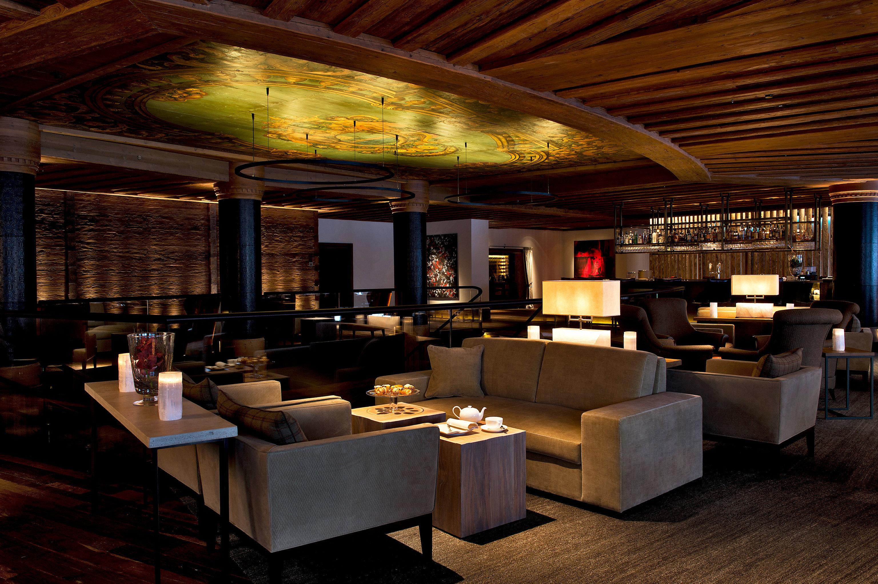 restaurant Lobby Bar lighting recreation room café function hall living room Island