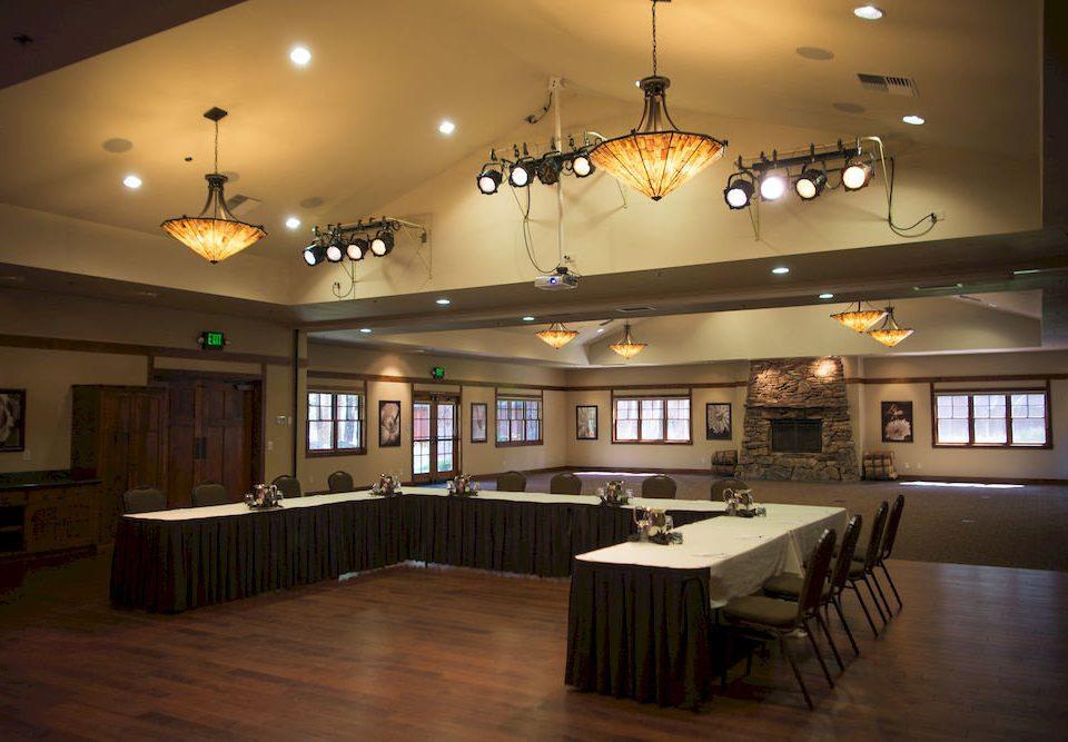 property recreation room billiard room Lobby restaurant function hall lighting home Bar ballroom