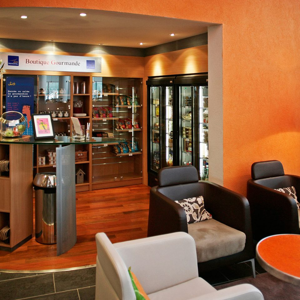 Lobby restaurant Bar home living room café coffeehouse cluttered