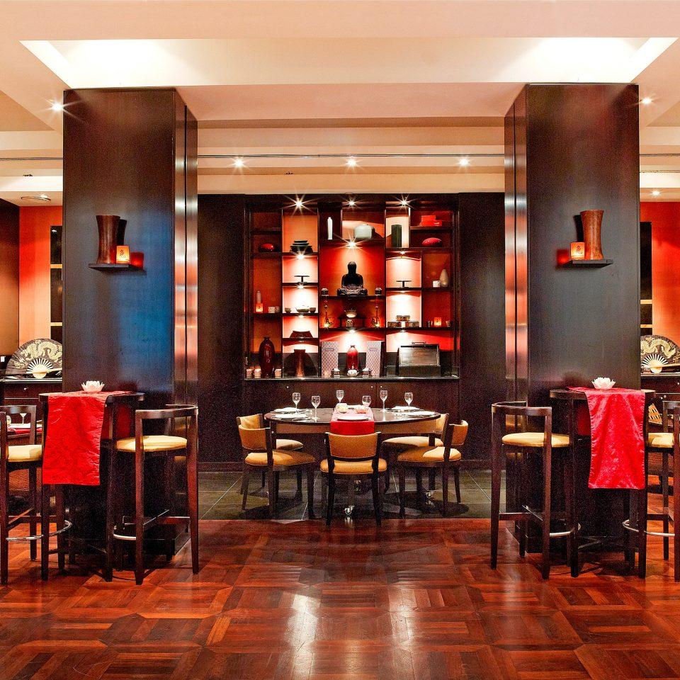 restaurant café Bar Lobby cluttered