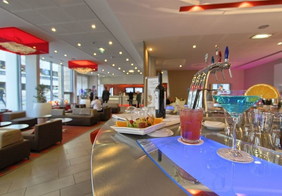 restaurant function hall shopping mall food court cafeteria Bar Lobby