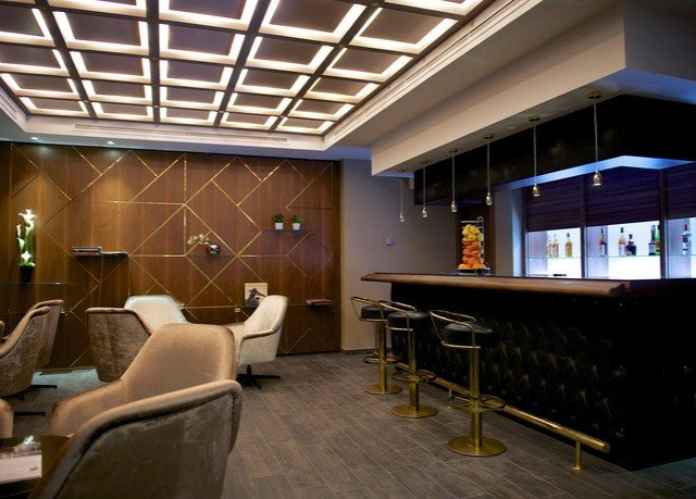 Lobby restaurant recreation room Bar