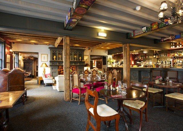restaurant Bar café Lobby Resort recreation room