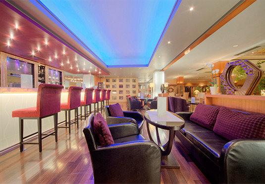 chair Lobby function hall restaurant Resort recreation room Bar living room rug