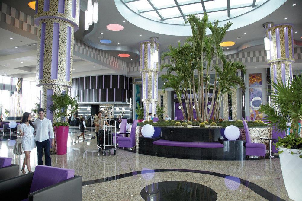 Lobby restaurant Resort plaza Bar function hall condominium dining table