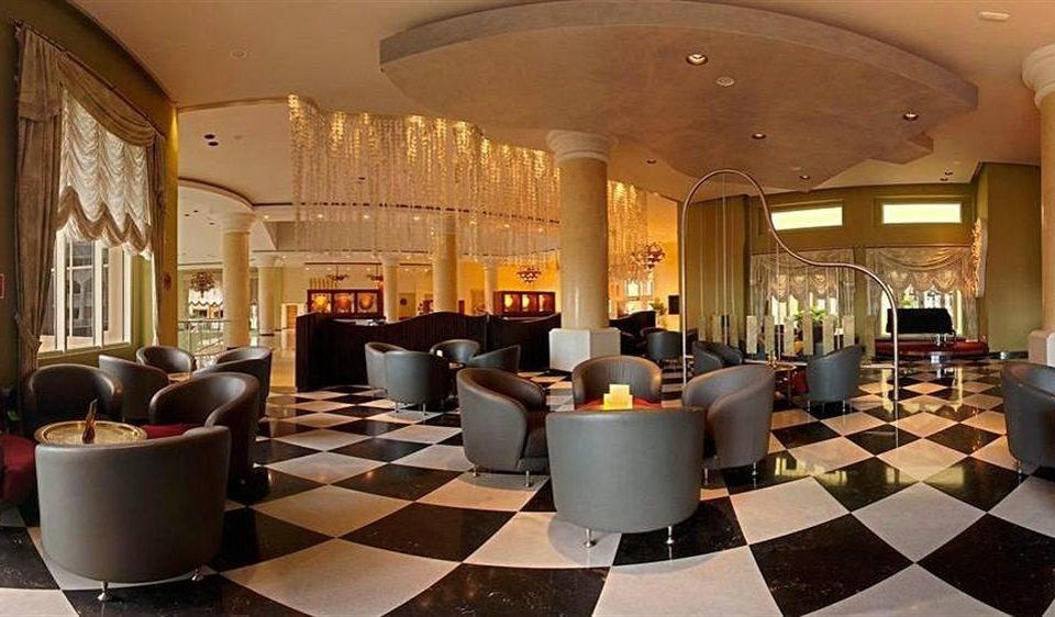 Lobby property living room restaurant Resort function hall Suite palace mansion Bar