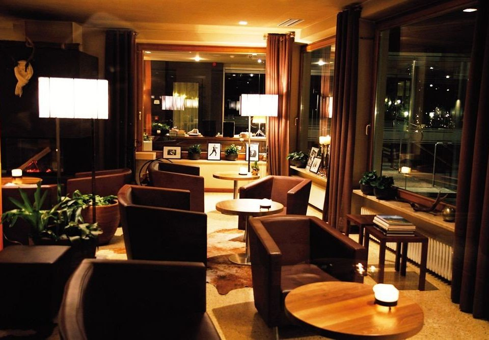 property living room Lobby Suite home restaurant condominium Bar dining table