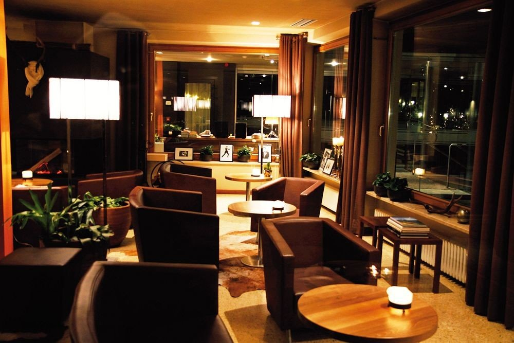 property living room Lobby Suite home restaurant condominium Bar dining table