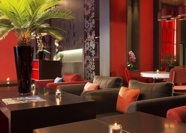 Lobby restaurant Suite Bar living room function hall plant sofa leather dining table