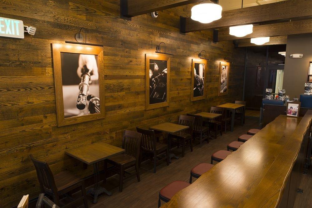 tourist attraction restaurant museum Bar