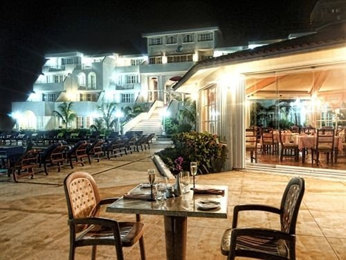 ground chair property plaza restaurant Bar Resort condominium dining table