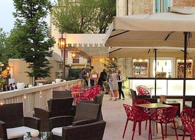 tree property restaurant Resort Bar dining table