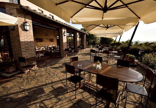 property restaurant Resort Villa Bar