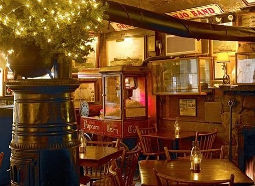 Bar restaurant tavern