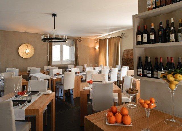 property restaurant Bar living room Suite