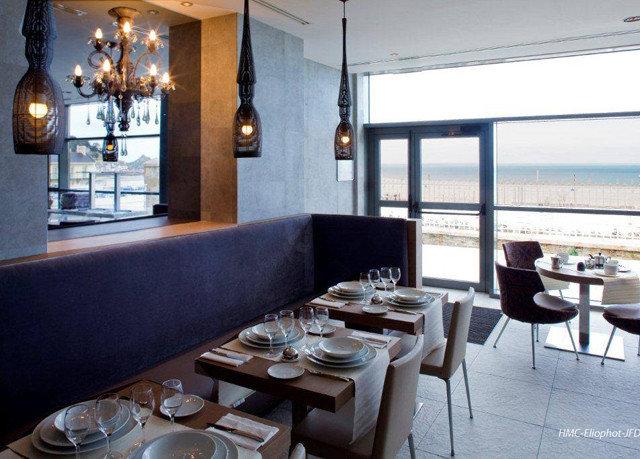 property restaurant Bar condominium cottage Villa