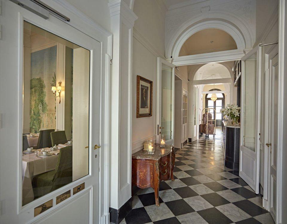 bathroom property building home mansion hall arch living room tiled tile tub Bath