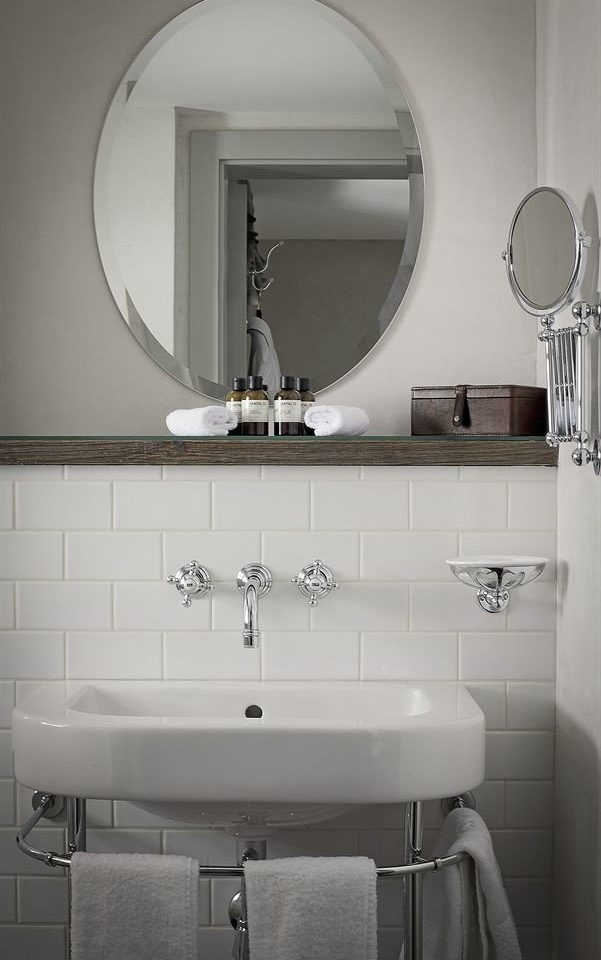 bathroom mirror sink toilet towel plumbing fixture bidet bathroom cabinet automotive exterior rack tile Bath tiled