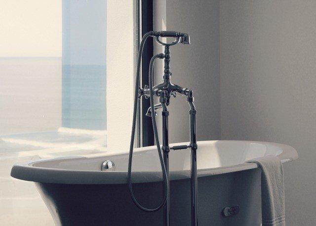 plumbing fixture bathtub sink bidet vessel bathroom tap water basin toilet tub Bath tiled