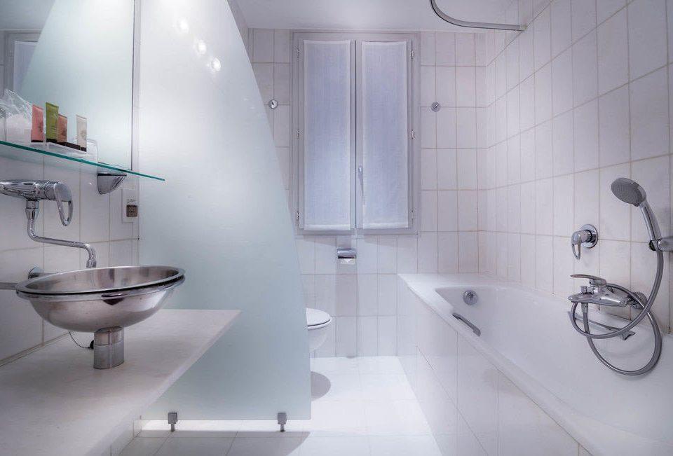 bathroom property toilet bidet plumbing fixture tub water basin Bath bathtub tiled
