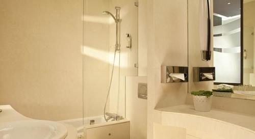 bathroom property toilet sink towel plumbing fixture bidet cottage Bath bathtub