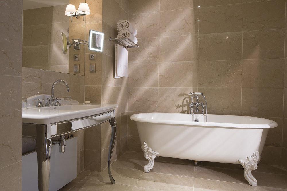 bathroom vessel bathtub plumbing fixture toilet bidet flooring sink tile tub water basin Bath tiled