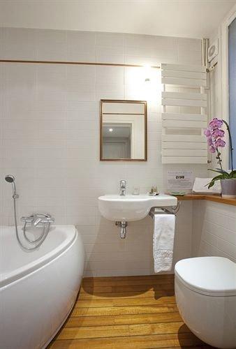 bathroom toilet property sink bidet bathtub plumbing fixture tub Bath tile