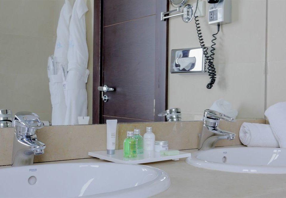 bathroom sink mirror white property toilet home bidet plumbing fixture towel counter Bath bathtub tub tile