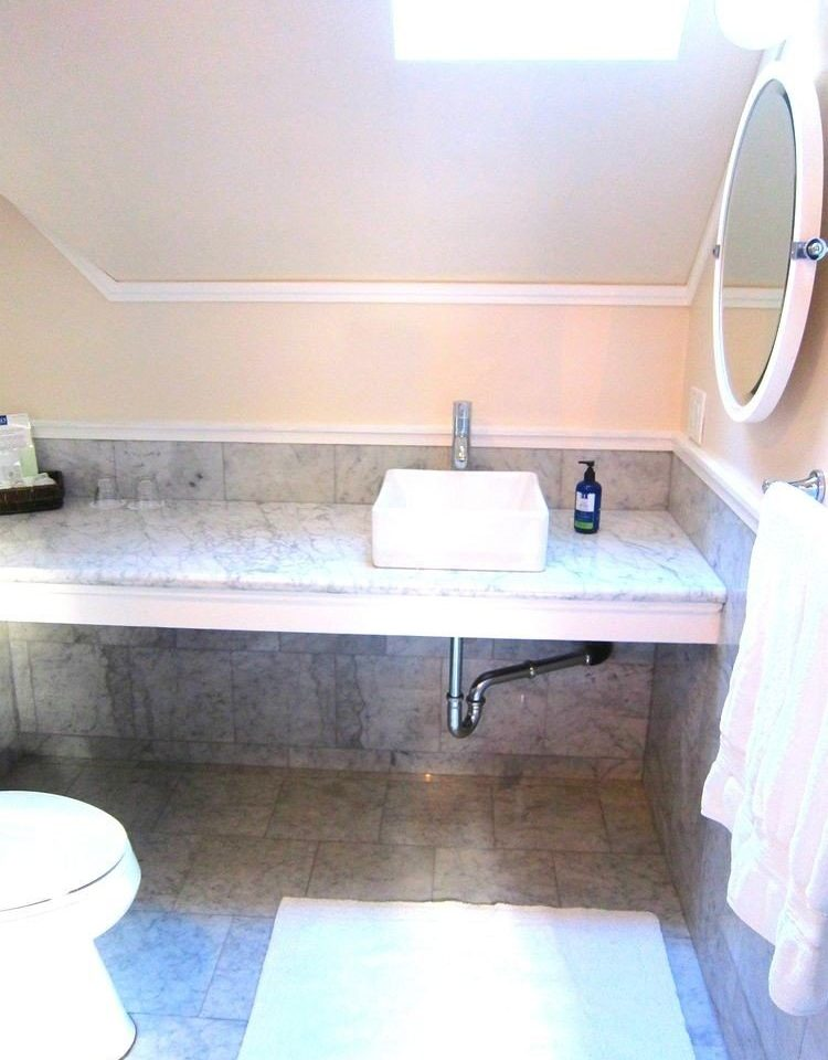 bathroom property sink plumbing fixture bathtub swimming pool cottage bidet flooring tub tile Bath tiled