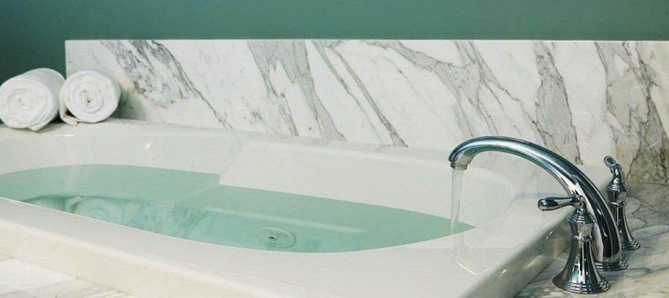 bathtub swimming pool bathroom plumbing fixture sink product bidet jacuzzi green vessel tap toilet tub water basin Bath