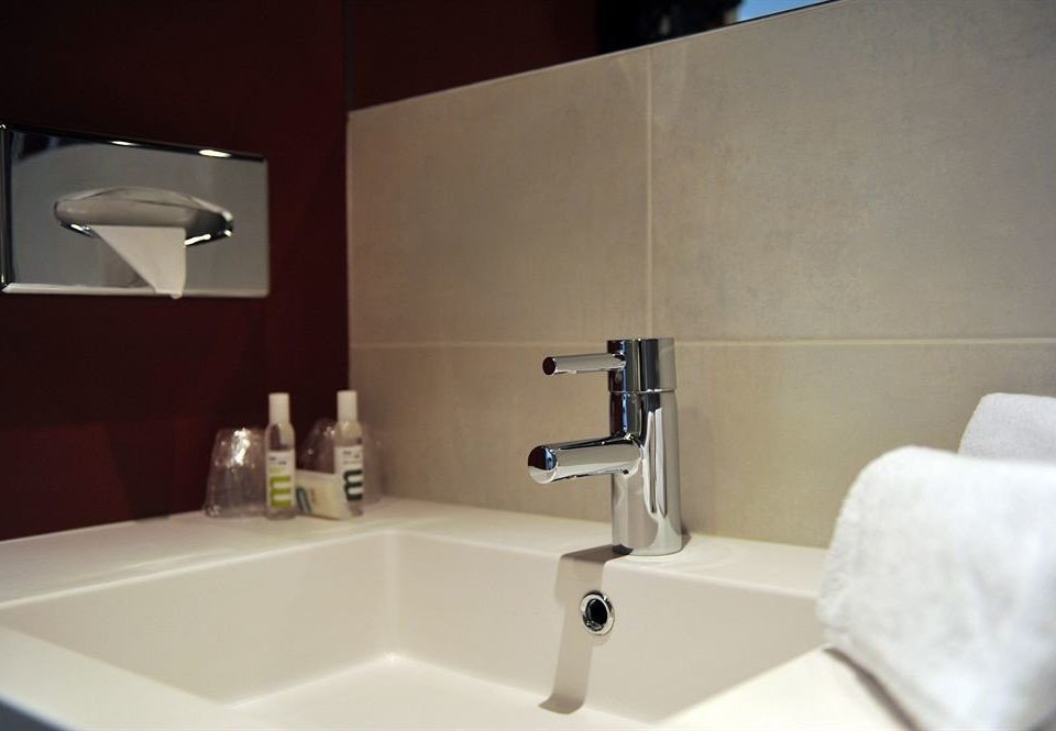 bathroom sink mirror property bidet lighting plumbing fixture flooring toilet bathtub tile Bath tub