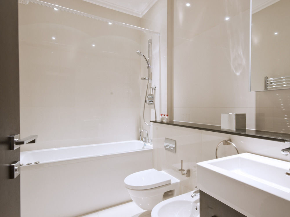 bathroom property mirror sink white toilet shower plumbing fixture tub bathtub clean Bath rack