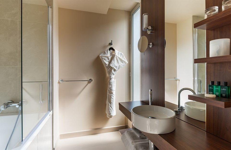 bathroom property sink shower home plumbing fixture flooring tub clean bathtub Bath