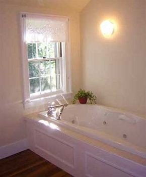 property tub bathroom vessel cottage swimming pool bathtub Bath