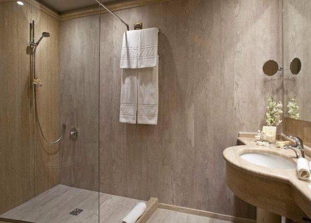 bathroom property sink toilet plumbing fixture cottage tub bathtub Bath