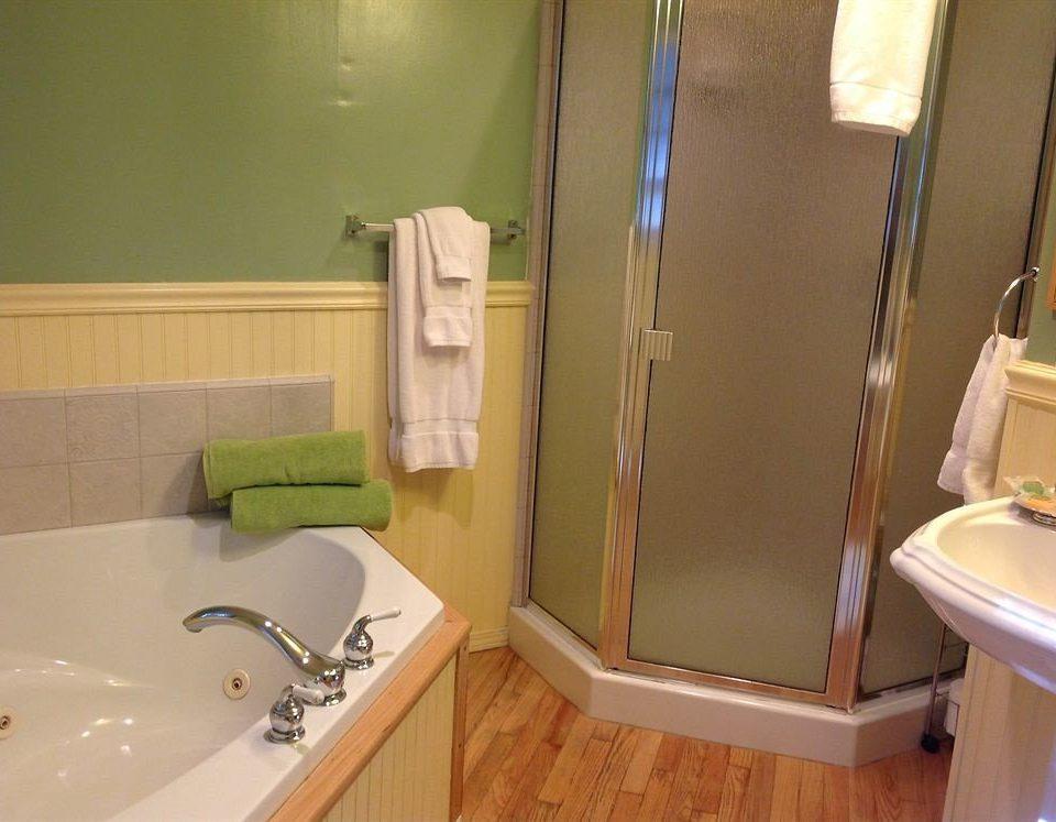 bathroom sink property toilet plumbing fixture green bathtub cottage tub Bath