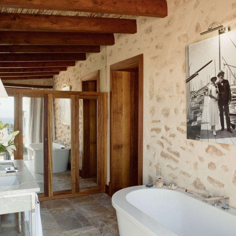 bathroom property house home cottage sink farmhouse tub tile Bath bathtub tiled