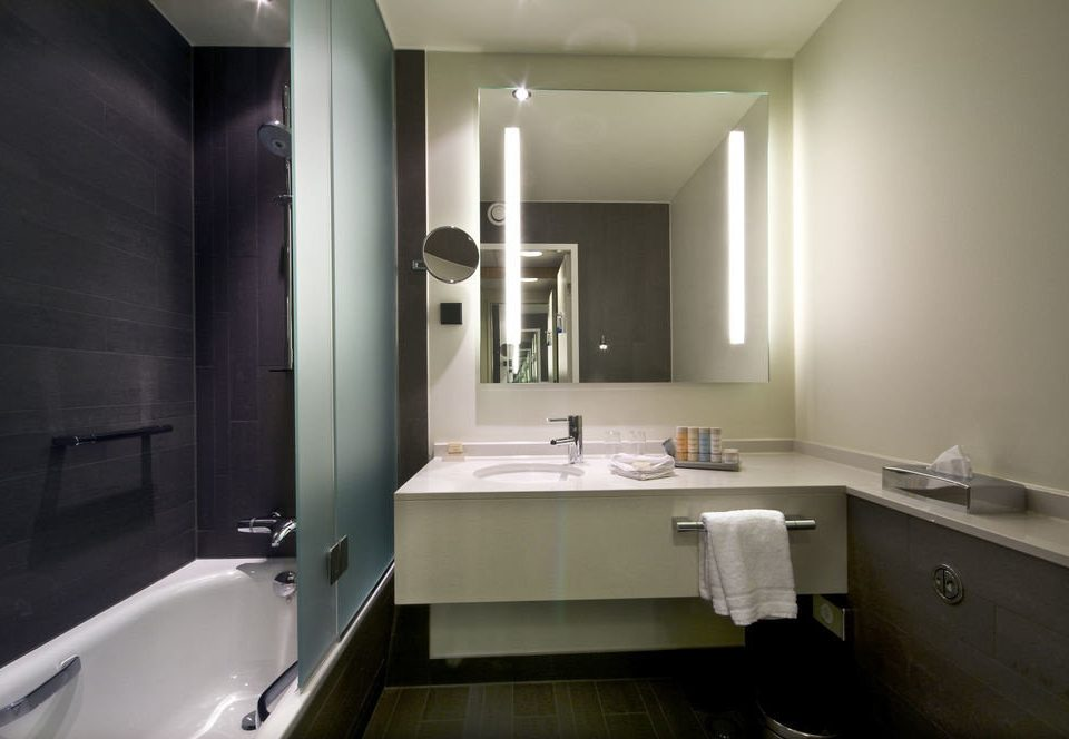 bathroom mirror property sink house home toilet tub cottage bathtub Bath