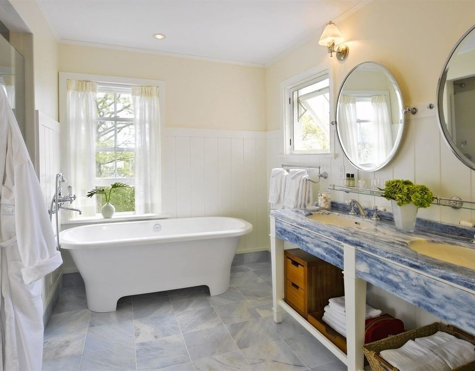 bathroom property home cottage tub farmhouse Bath bathtub tiled