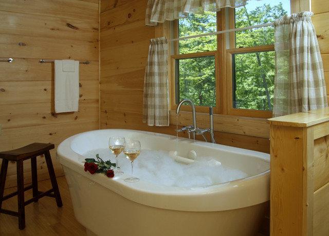 swimming pool property jacuzzi bathroom bathtub cottage tub Bath