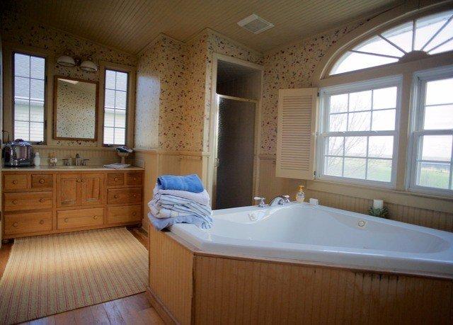 bathroom property tub home cottage sink swimming pool bathtub Bath