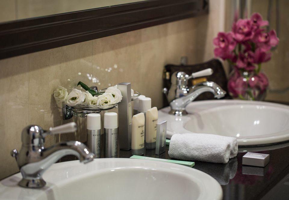 bathroom sink mirror toilet home countertop plumbing fixture living room Bath bathtub