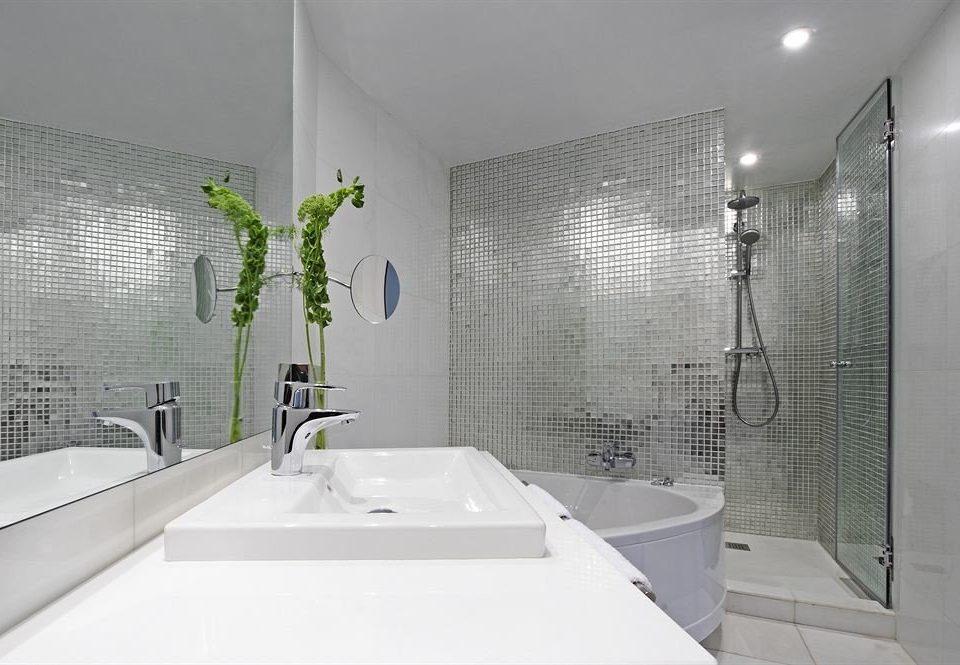 bathroom sink toilet mirror property bathtub plumbing fixture flooring tile tiled Bath