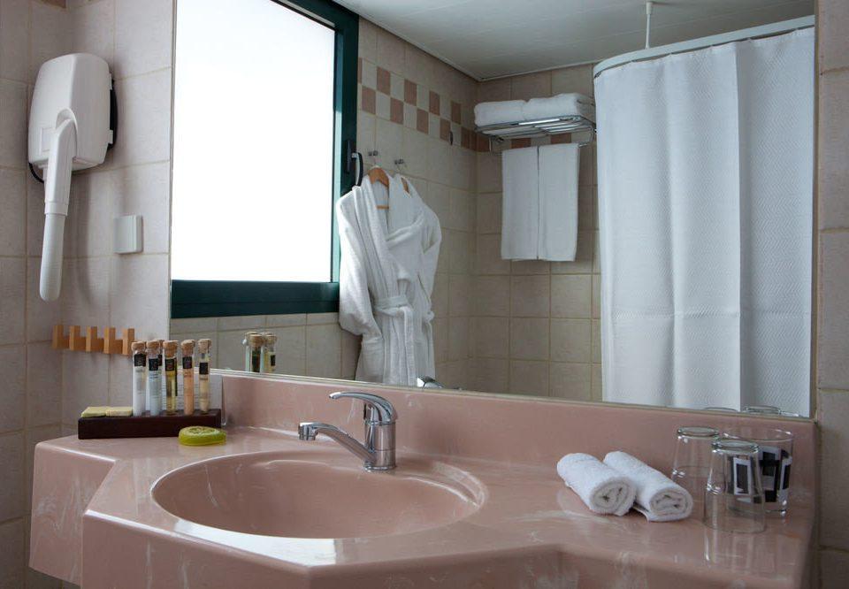 bathroom sink mirror toilet property home plumbing fixture bathtub vessel flooring tile tub Bath water basin tiled