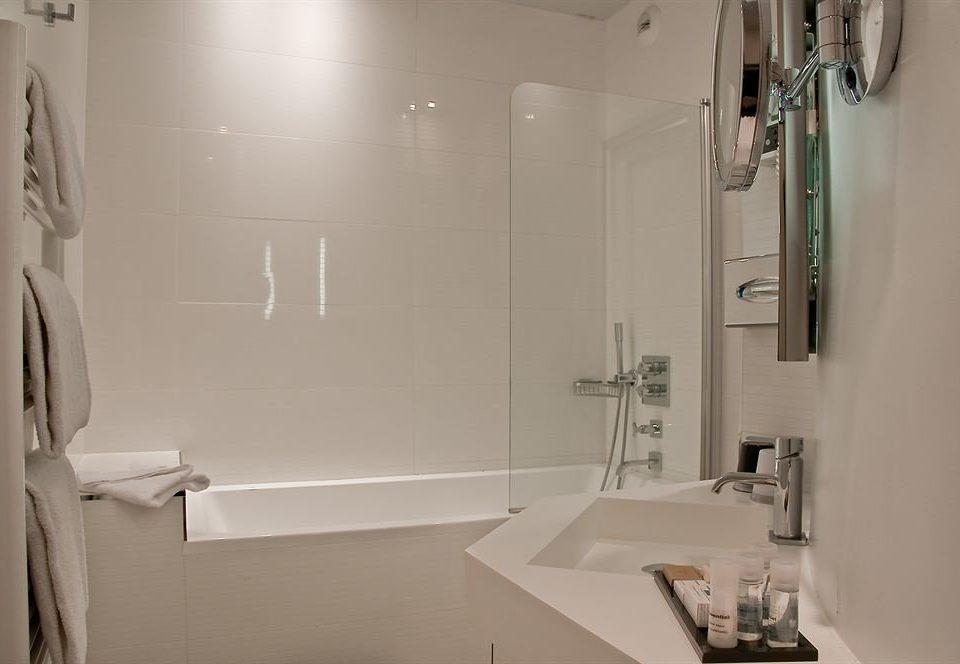 bathroom property toilet house shower white plumbing fixture sink home towel tub bathtub rack tile Bath