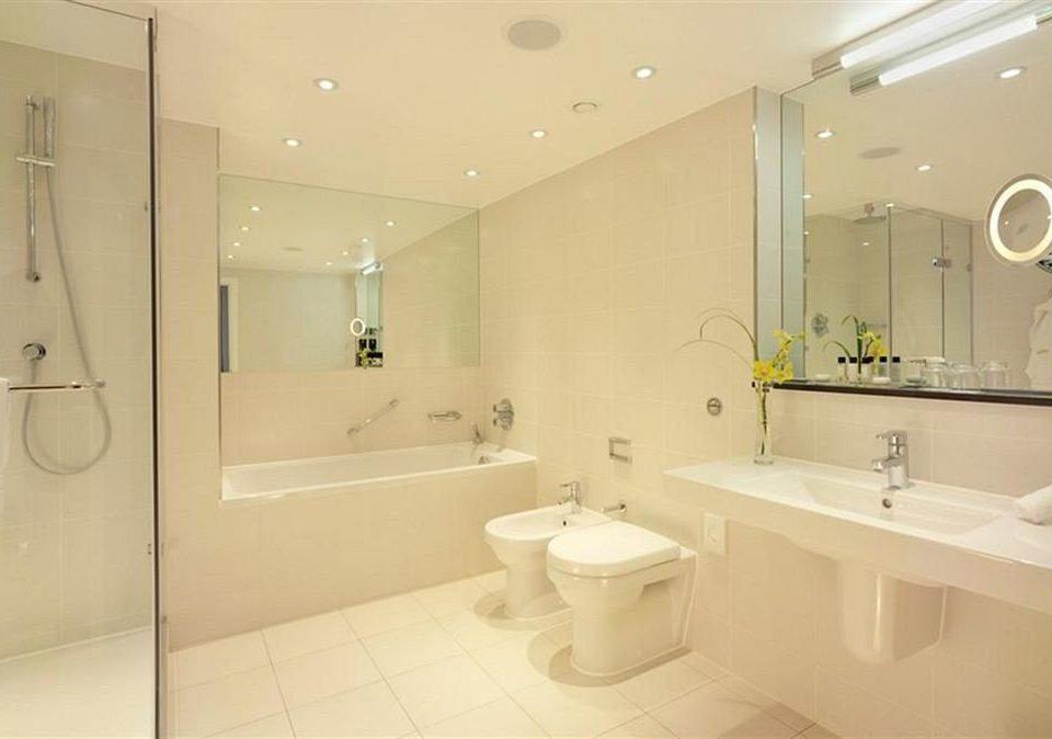 bathroom mirror sink property toilet shower tub bathtub rack Bath